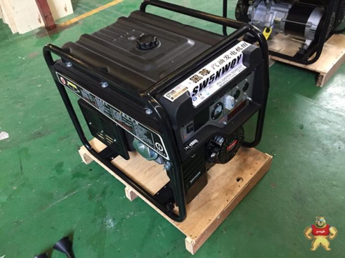 交流发电机的电压受电压调节器控制,非常比较稳定,只是在发动机启动阶